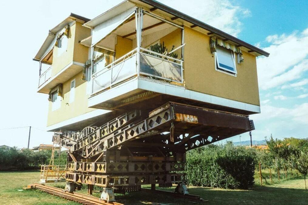 Італієць збудував унікальний будинок, який може рухатися й обертатися